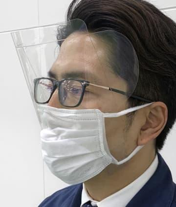 マスク装着型のシールド開発 愛媛の企業、飛沫感染防止用 画像1