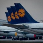 ドイツ・フランクフルトの空港に駐機するルフトハンザ機=4日(AP=共同)