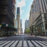 ほとんど人影のないニューヨークの5番街=25日(ゲッティ=共同)