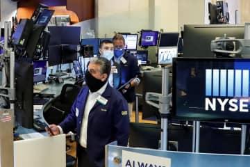 NY株反発、529ドル高 経済活動再開で楽観ムード 画像1