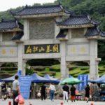 新型コロナウイルス感染症で亡くなった多くの人が眠る中国・武漢の霊園=20日(共同)