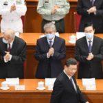 中国全人代の開幕式に臨む習近平国家主席(下)=22日、北京の人民大会堂(共同)