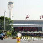 中国・武漢の国際空港=23日(共同)