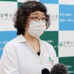報道陣の質問に答える、宮崎大医学部の稲垣浩子助教=27日、宮崎市の宮崎大学