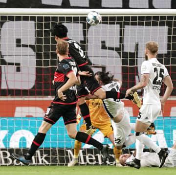 サッカー、遠藤初得点 ドイツ2部、逆転勝ち貢献 画像1