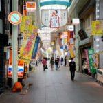 人通りがまばらな北九州市小倉北区の商店街=31日午後