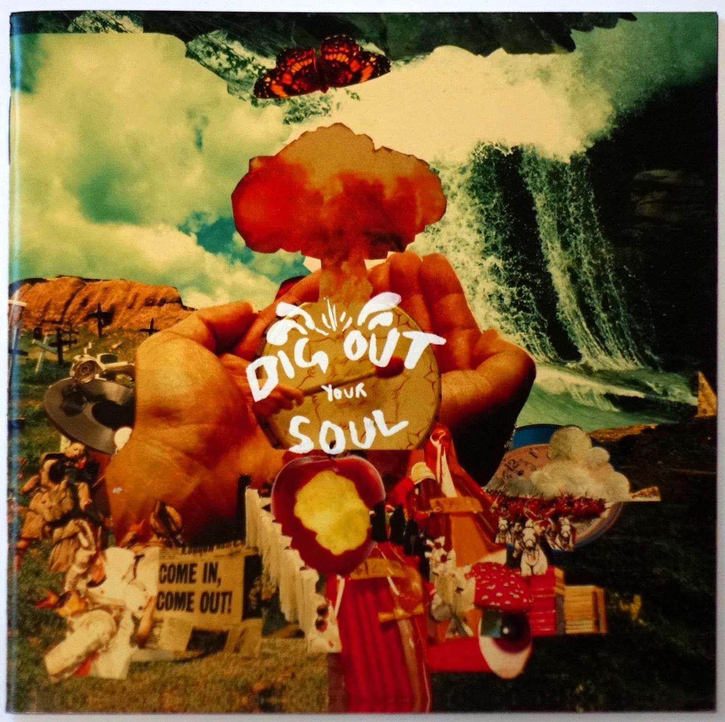ザックが参加したオアシスのアルバム『ディグ・アウト・ユア・ソウル』。