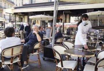フランス、カフェが営業再開 2カ月半ぶり、パリは屋外に限定 画像1