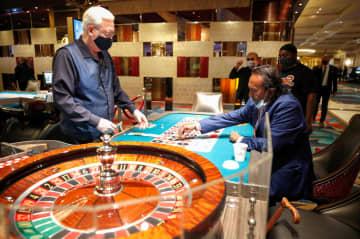 米ラスベガスのカジノが営業再開 感染防止策も、一部は休業 画像1