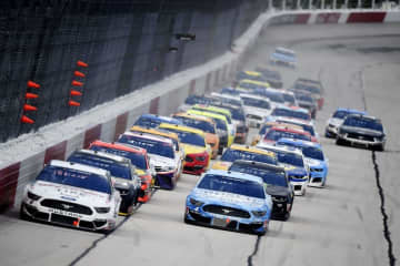 米NASCARは観客入りで実施 ストックカー・レース 画像1