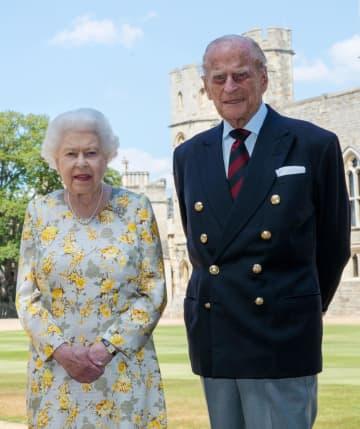 英フィリップ殿下、99歳に 女王と肩並べた近影公開 画像1