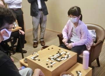囲碁、仲邑菫初段が白星発進 公式戦再開後の初戦 画像1