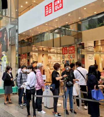 ユニクロ、マスク発売開始 東京・銀座店には行列 画像1
