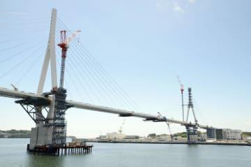 復興の象徴が最終工程完了、宮城 気仙沼湾の横断橋 画像1
