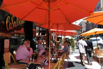 NY市で「店外飲食」可能に 営業規制緩和の第2段階 画像1