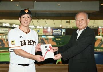 プロ野球選手会、代替大会を支援 高野連に1億円の目録贈呈 画像1