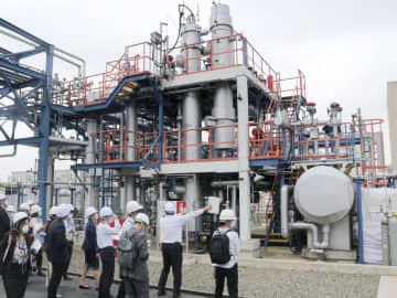 輸入水素で発電、プラント公開 世界初、川崎市臨海部 画像1
