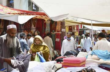 パキスタン、新型コロナ感染急増 ぶれる首相、混乱に拍車 画像1