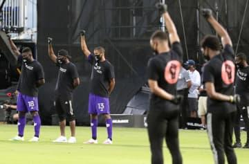黒人選手が反人種差別デモ サッカー米MLS再開初戦の前 画像1