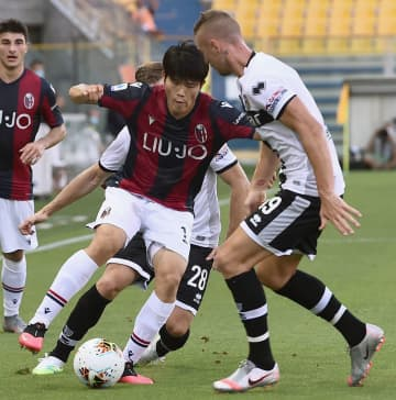サッカー、吉田と冨安がアシスト イタリア1部リーグ 画像1