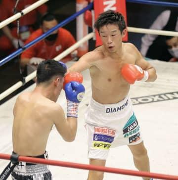 東洋王者清水、TKO防衛に成功 再開後初のタイトル戦 画像1