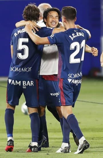 サッカー、ウエスカが1部復帰 岡崎12点目、スペイン2部 画像1