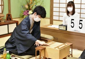 藤井棋聖、17歳最後を白星飾る 将棋JT、タイトル奪取後の初戦 画像1