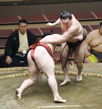 大相撲、白鵬と朝乃山が4連勝 4日目、貴景勝は3勝目 画像1