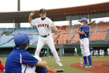 プロ野球OBが福島で親善試合 中畑さんら五輪盛り上げ 画像1