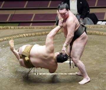 大相撲、白鵬と朝乃山が8戦全勝 御嶽海に土、1敗は正代ら3人 画像1