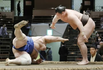 9日目、白鵬と朝乃山が全勝守る 7月場所、正代と照富士1敗追走 画像1
