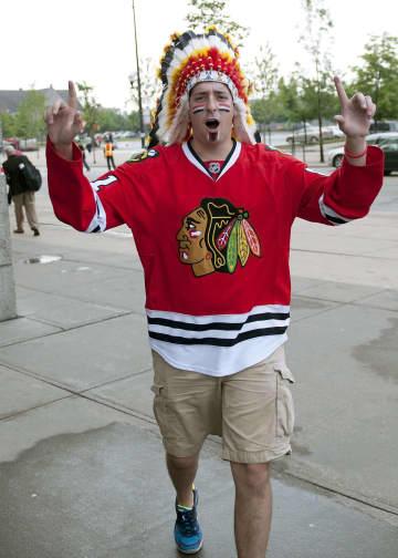 ブラックホークス、頭飾りを禁止 NHL主催試合、先住民と対話で 画像1