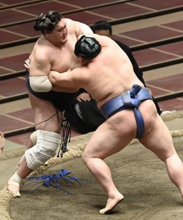 照ノ富士2敗目、首位変わらず 3敗に朝乃山と両関脇 画像1