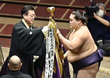 照ノ富士が13勝で幕尻優勝 再入幕の場所制すのは2人目 画像1