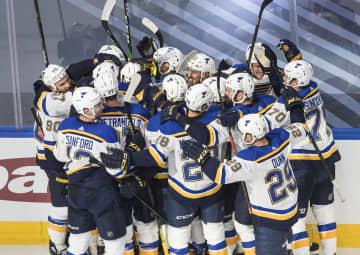 NHL、ブルースが延長で勝利 プレーオフ1回戦 画像1