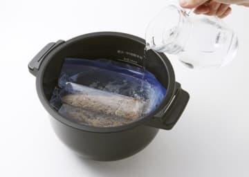 シャープが新型自動調理鍋発売へ 低温加熱のローストビーフも 画像1