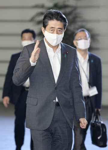 首相、連続在職で歴代最長 佐藤栄作と並ぶ2798日 画像1