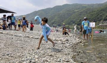 高知・仁淀川で「水切り」競う 大会参加者は県内に限定 画像1