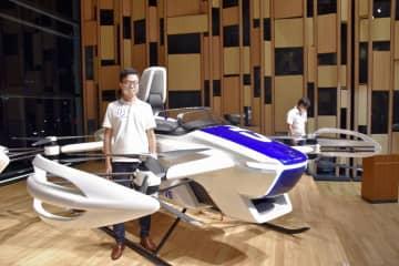 「空飛ぶ車」試験機を都内で公開 流線形車体にプロペラ八つ 画像1