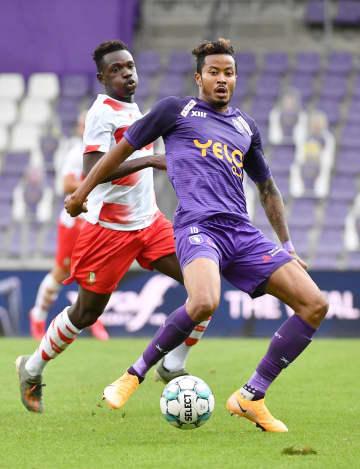 サッカー、鈴木武蔵がデビュー ベルギー1部、札幌から移籍 画像1