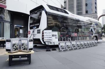 燃料電池バスで電力供給 トヨタとホンダが実証実験 画像1