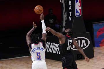 NBA、ロケッツが準決勝に進出 プレーオフ西1回戦 画像1