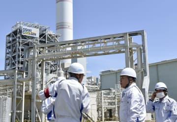経産相、脱炭素化に意欲 広島の高効率発電を視察 画像1