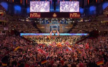 BBC音楽祭、愛国歌巡り混乱 「歌唱なし」を首相批判で撤回 画像1