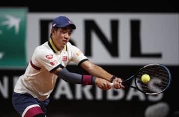 テニス、錦織圭が1年ぶり白星 右肘手術から復帰2戦目 画像1