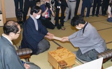 藤井二冠の封じ手を豪雨救援金に 将棋連盟がオークションに出品 画像1