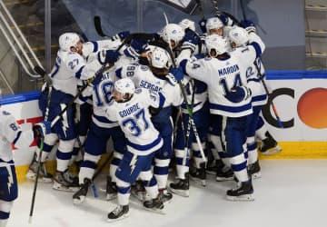 NHL、ライトニングが決勝進出 プレーオフ、東カンファレンス 画像1