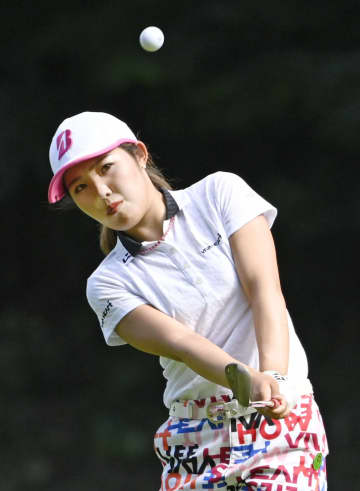 東浩子、古江彩佳が首位に並ぶ 東海女子ゴルフ第2日 画像1