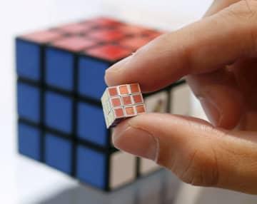世界最小のルービックが登場 1個19万8千円 画像1