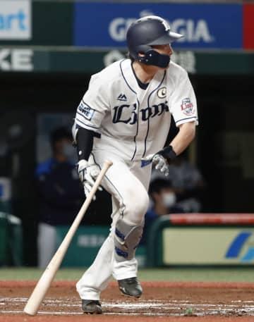 西5―1楽(26日) 源田が勝ち越し打 画像1